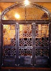 در سه لنگه گره سازی شده مسجد زرنوشه فراهان